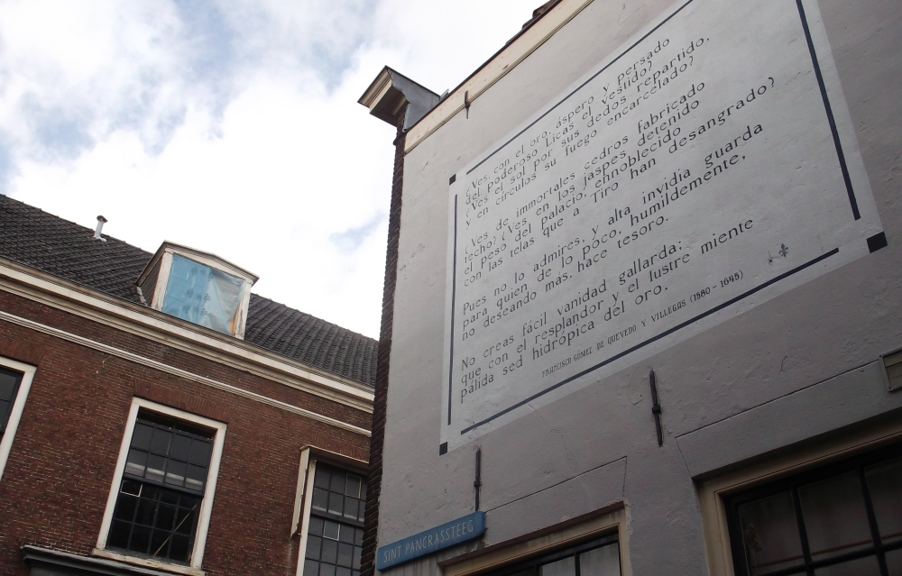 a Spanish muurgedicht in Leiden