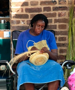 A Gullah sweetgrass basket maker at the Charleston City Market, 2012. (Wikimedia Commons)
